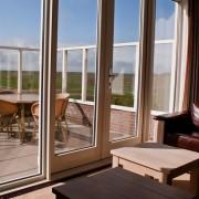 Uitzicht huiskamer en terras – Weidevilla – Boerkerij Hollum Ameland